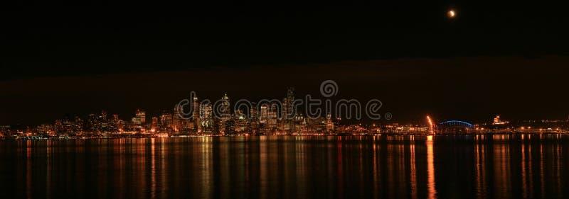 Горизонт Сиэтл с затмением стоковое изображение