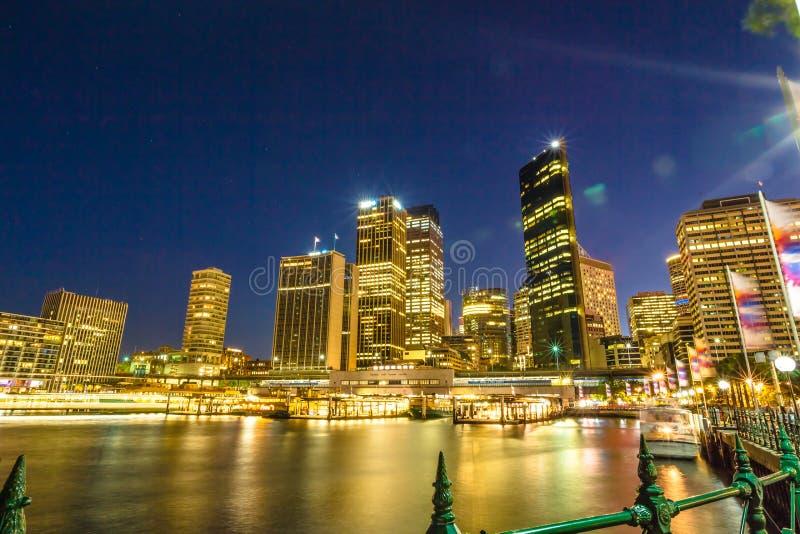 Горизонт Сиднея к ноча стоковая фотография rf