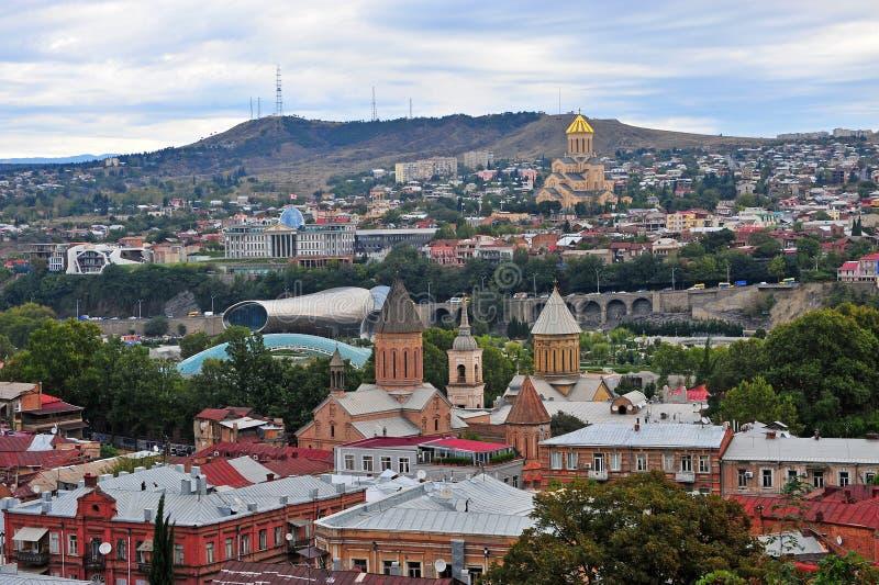Горизонт Тбилиси, взгляд сверху столицы Georgia стоковая фотография