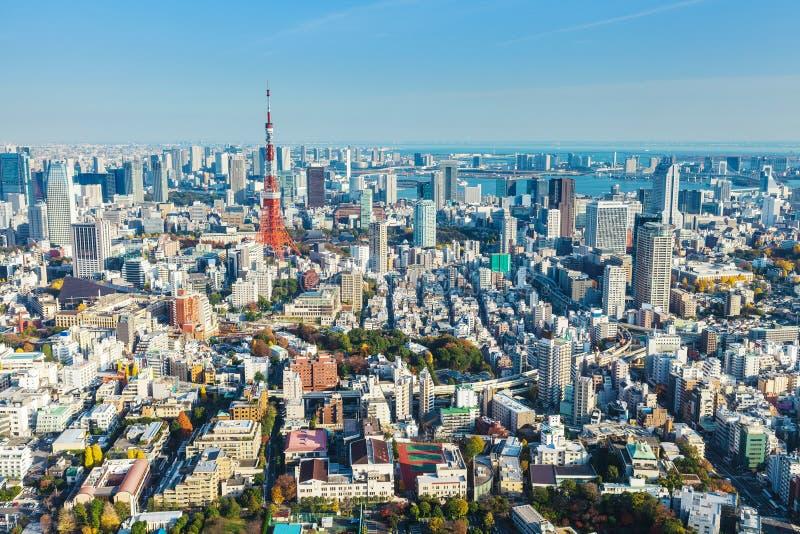 Download Горизонт токио в Японии стоковое изображение. изображение насчитывающей башня - 33737365