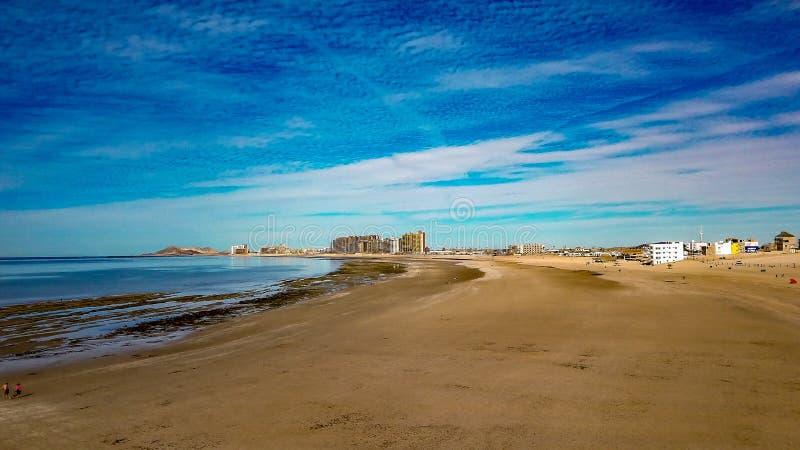 Горизонт утра на песчаном пляже, Puerto Penasco, Мексике стоковое фото