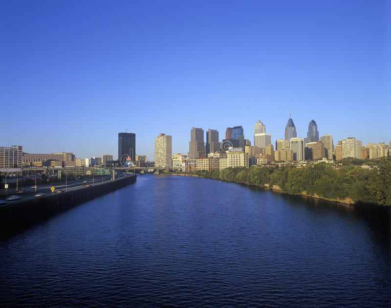 Горизонт Филадельфии от реки Schuylkill, PA стоковое изображение