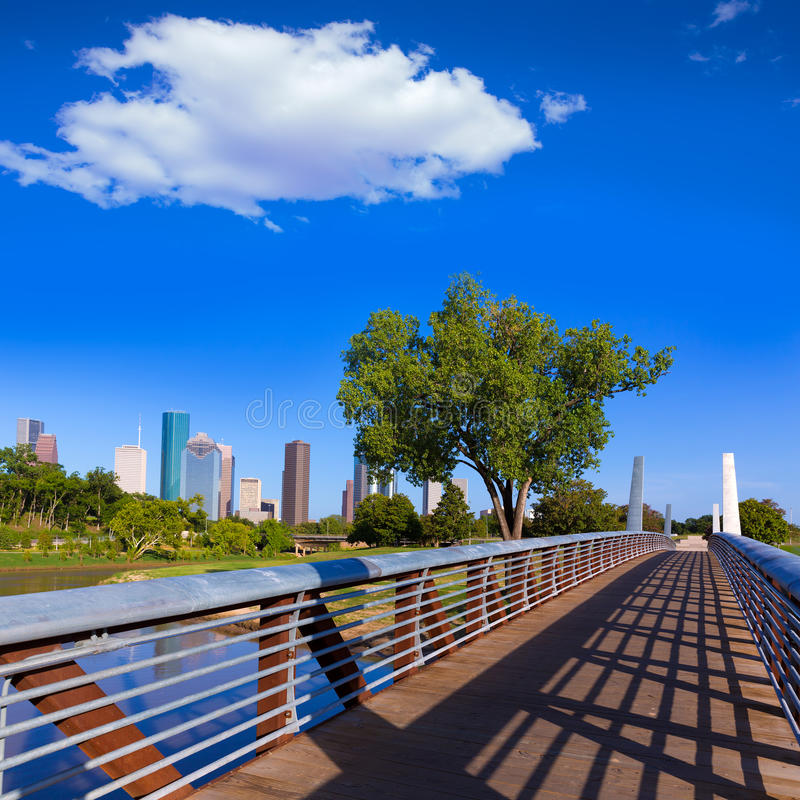 Горизонт Хьюстона от мемориального парка на Техасе США стоковые изображения rf