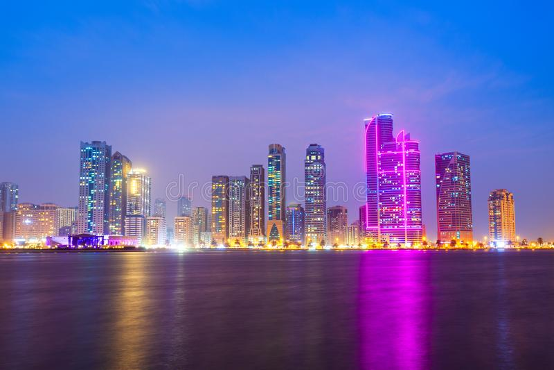 Горизонт центра города Шарджи, ОАЭ стоковое фото rf