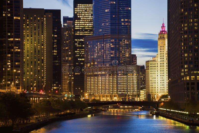 Горизонт Чикаго вдоль реки стоковая фотография