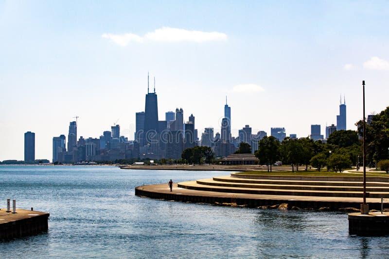 Горизонт Чикаго над Lake Michigan на бульваре Diversey стоковое фото rf
