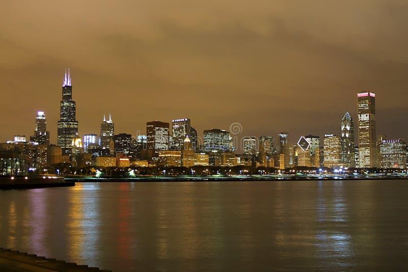 Горизонт Чикаго на ноче стоковая фотография rf