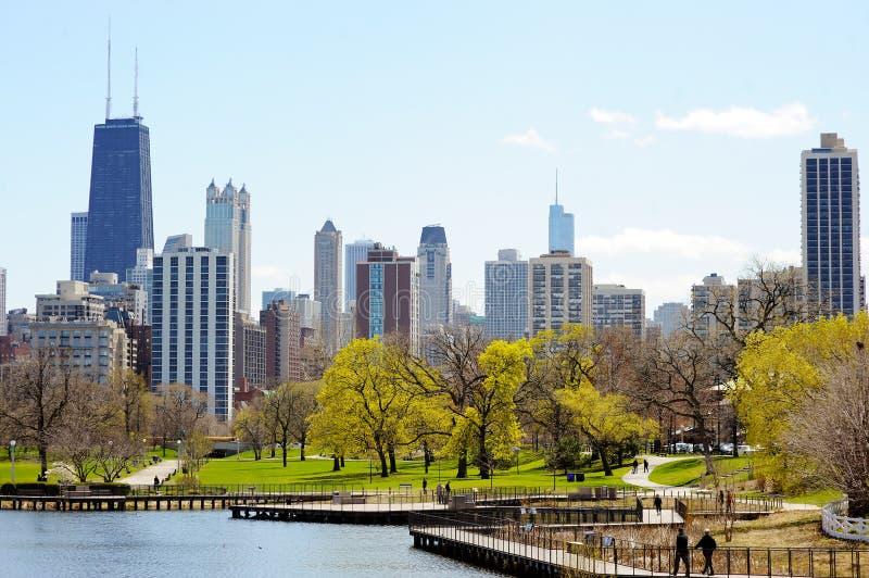 Горизонт Чикаго осмотренный от Lincoln Park стоковые фотографии rf