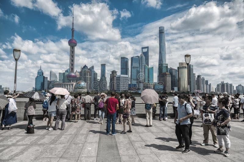 Горизонт Шанхая, Китая увиденный от бунда стоковое изображение rf