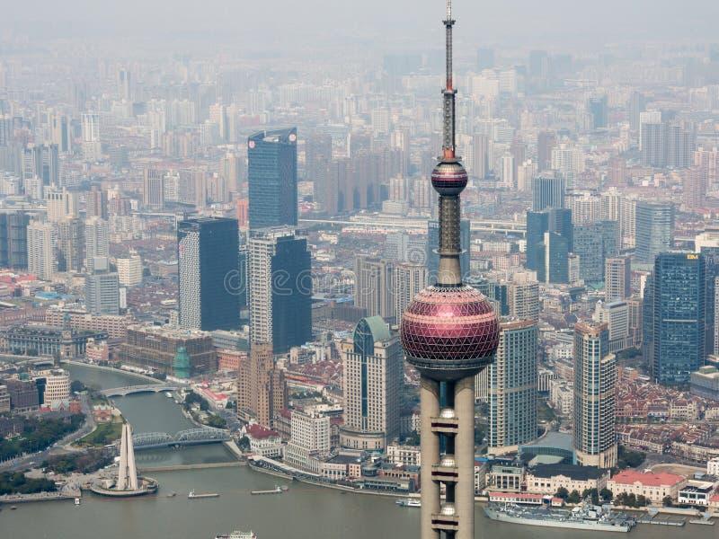 Горизонт Шанхая с восточной башней жемчуга стоковая фотография rf