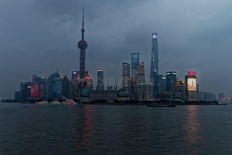 Горизонт Шанхая с рекой стоковое фото rf