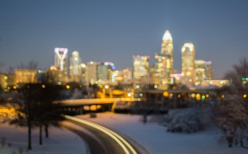 Горизонт Шарлотты nc США во время и после шторма снега зимы в j стоковое изображение