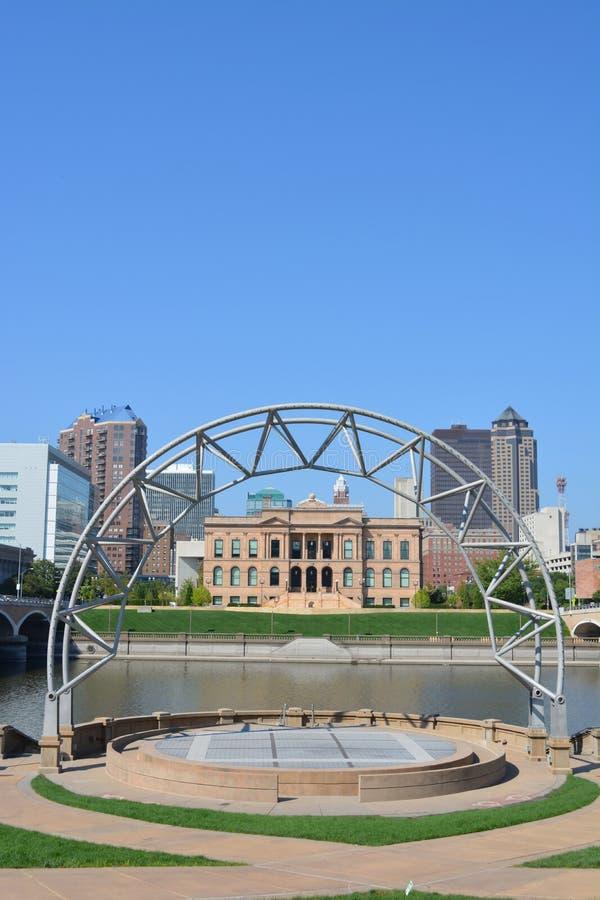 Горизонт Des Moines Айовы от амфитеатра стоковые фото