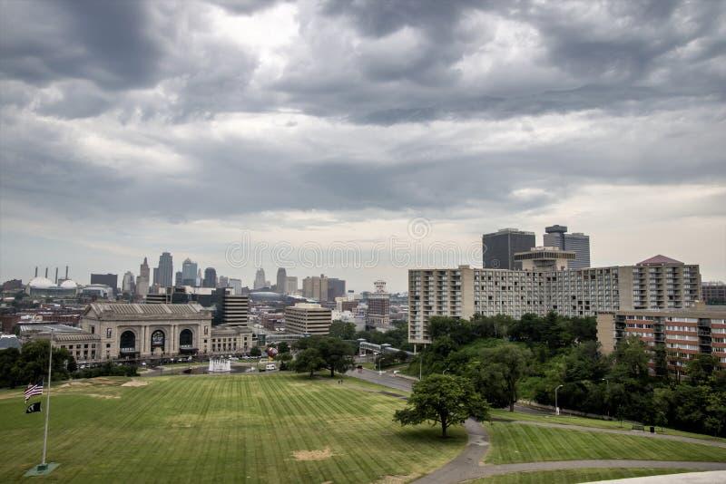 Горизонт Kansas City Миссури стоковые изображения