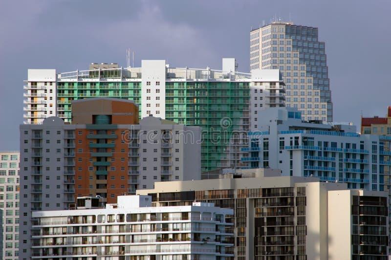 Download горизонт miami стоковое изображение. изображение насчитывающей конструкция - 478547