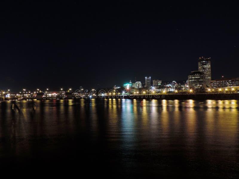 горизонт portland ночи стоковое фото rf