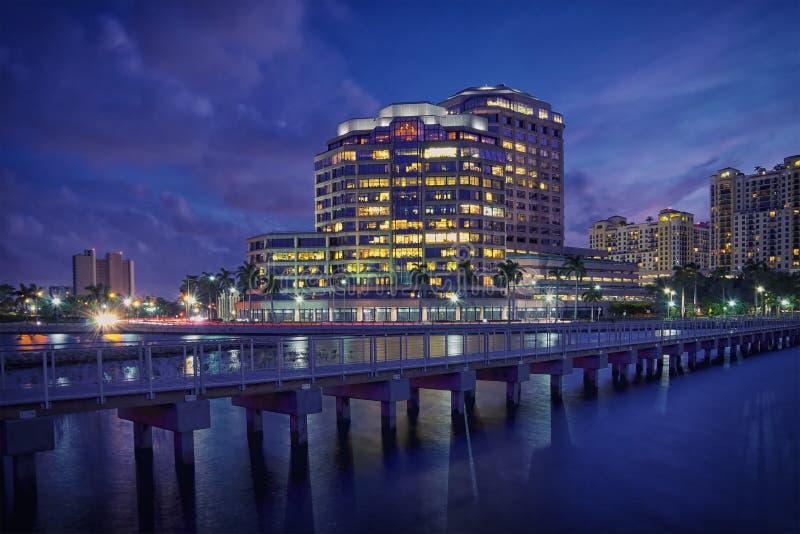 Download Горизонт West Palm Beach на ноче Стоковое Фото - изображение насчитывающей bluets, baxter: 41655886