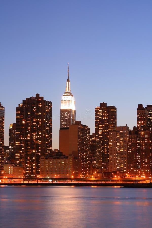 горизонт york ночи manhattan города новый стоковое изображение