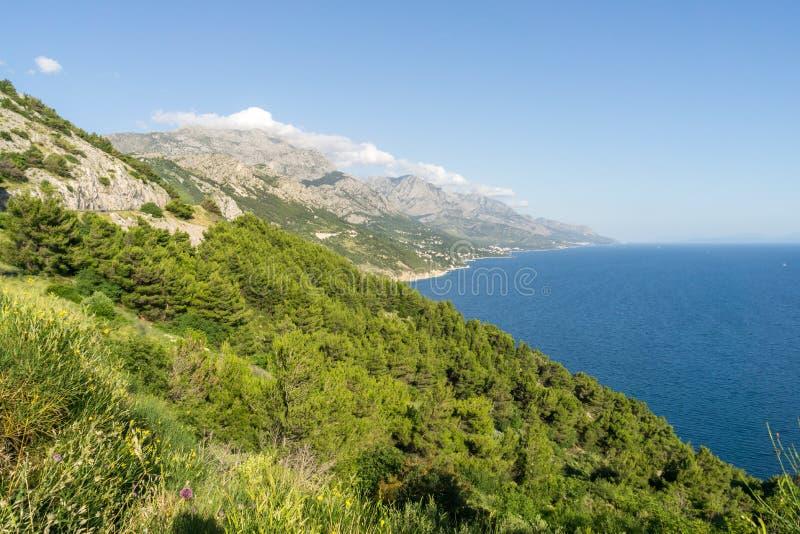 Download Гористая береговая линия Хорватии Стоковое Фото - изображение насчитывающей aiders, хорват: 81809838