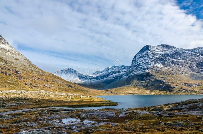 Download Гористая местность Норвегии Стоковое Изображение - изображение насчитывающей сельско, октябрь: 81808137