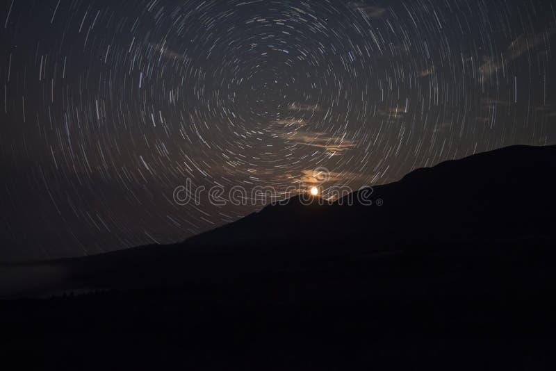 Гористые местности следа звезды стоковая фотография