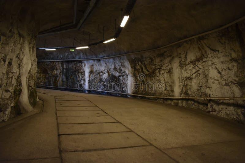 Гористый выход от подполья стоковые фото