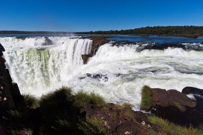 горло iguassu падений дьяволов Аргентины Бразилии стоковая фотография