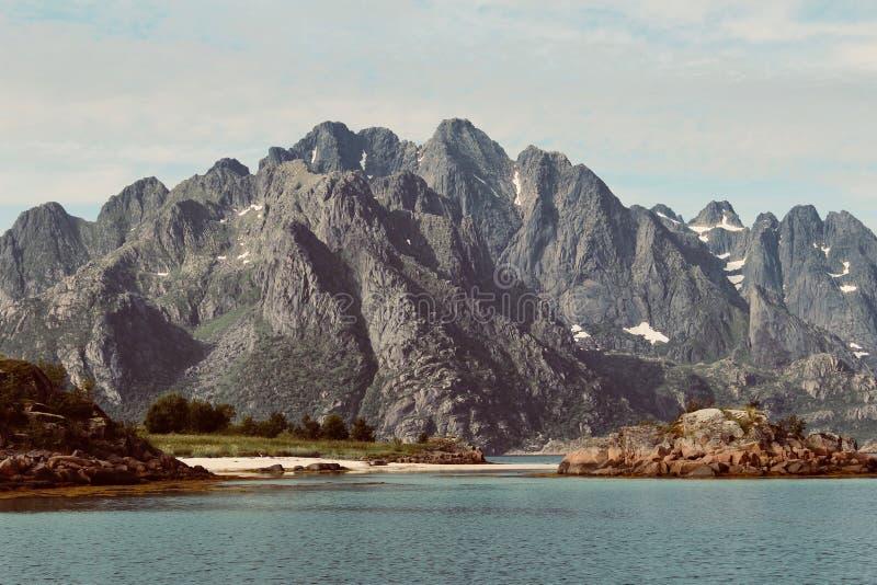 Горная порода в Lofoten стоковая фотография rf