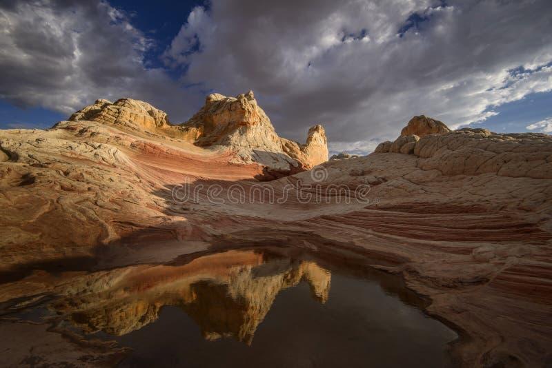 Горная порода и отражение на заходе солнца, белом кармане, Vermillion скалах стоковые фотографии rf