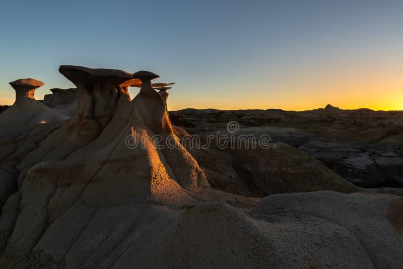 Горная порода крыльев, район дикой природы Bisti/De-Na-Zin, Неш-Мексико, США стоковая фотография rf