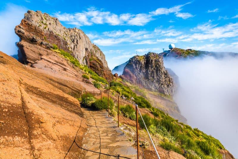 Горная тропа Pico делает Arieiro, Мадейру, Португалию стоковое изображение