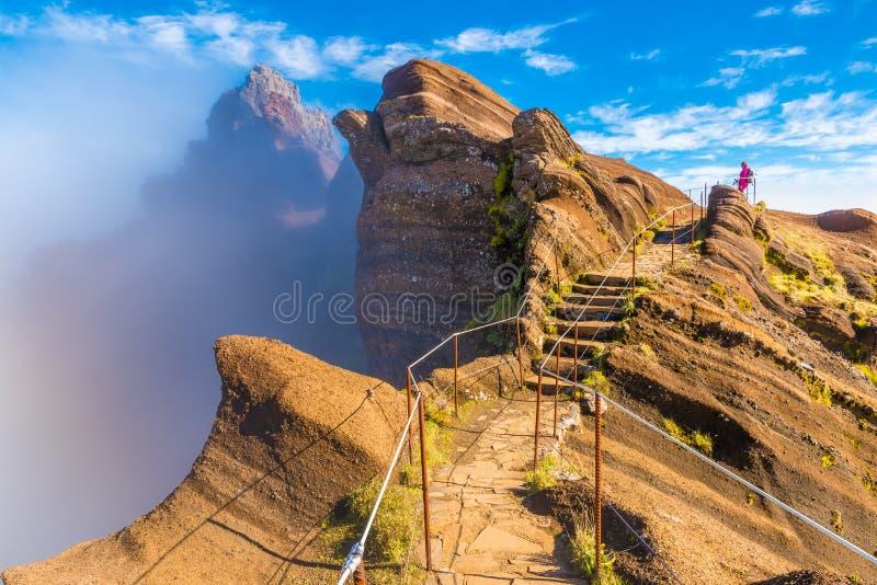 Горная тропа Pico делает Arieiro, остров Мадейры, Португалию стоковое изображение