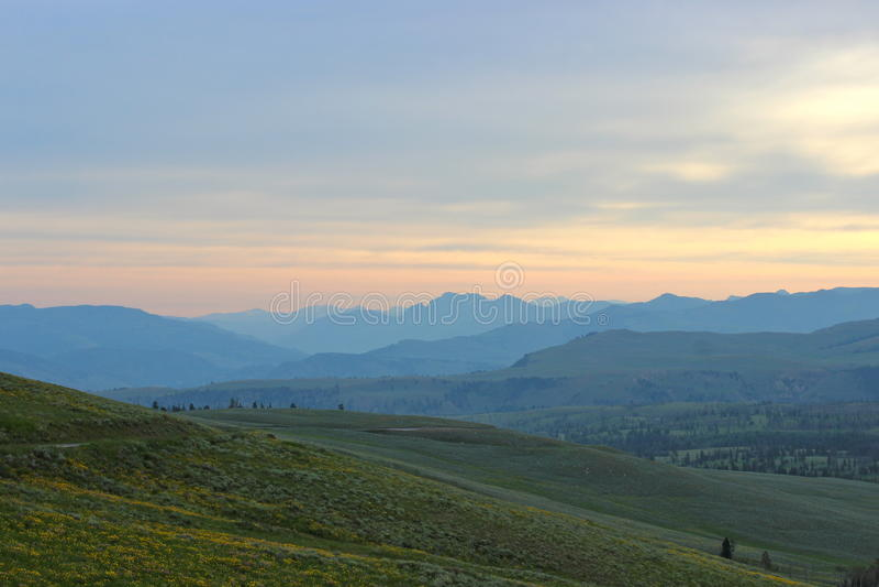 Горная цепь в национальном парке yellowstone стоковая фотография rf