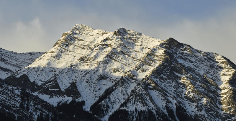 Горная цепь зимы стоковое изображение rf