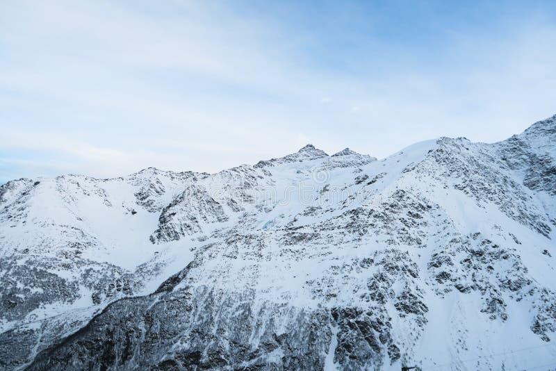 Горная цепь кавказского Mountain View Cheget, Россия стоковое фото