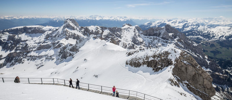 горная цепь Швейцария с тропой уступа стоковые изображения