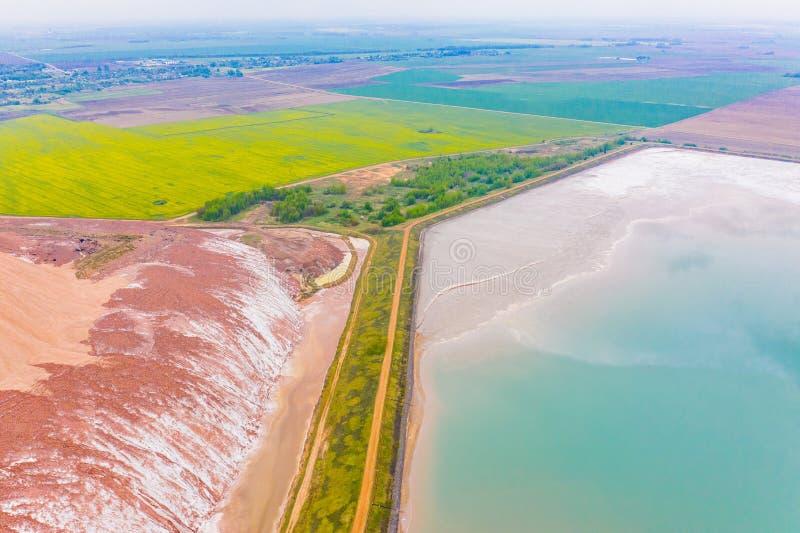 Горнодобывающая промышленность в сельском районе Раскопк соли калия, воздушный ландшафт стоковое изображение rf