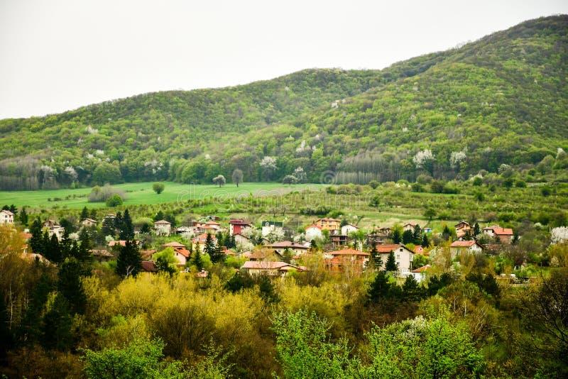 Горное село на времени весны стоковое фото