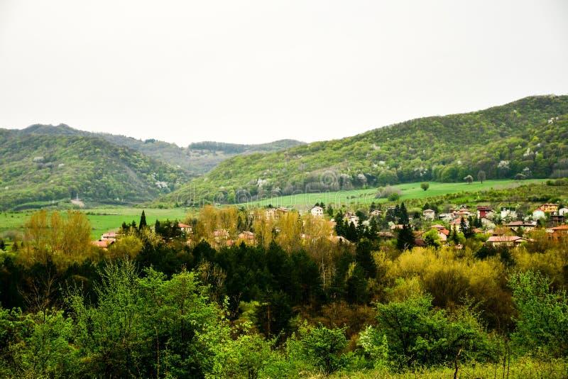 Горное село на времени весны стоковые фото