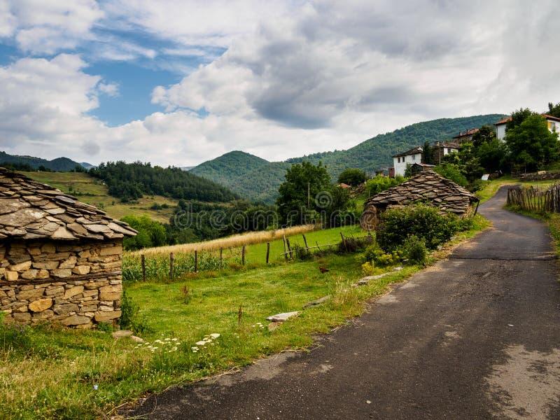 Горное село в Болгарии Гора Rhodope стоковая фотография rf