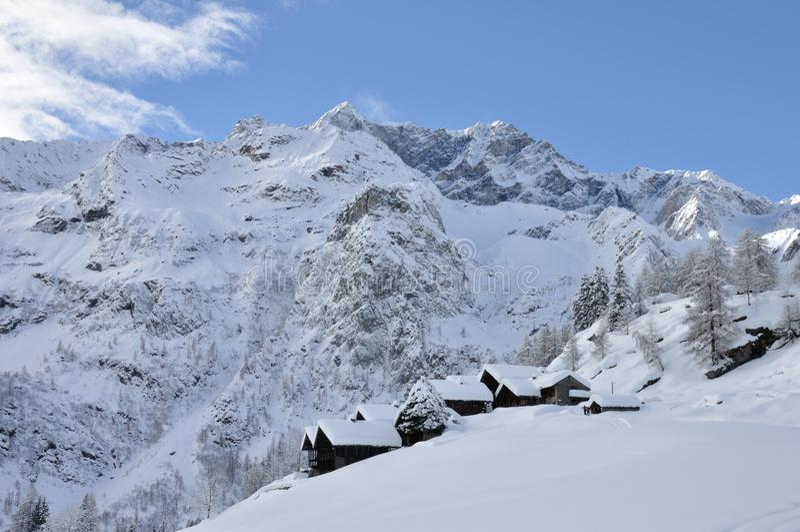 Горное село зимы Alagna Альпов стоковые фото