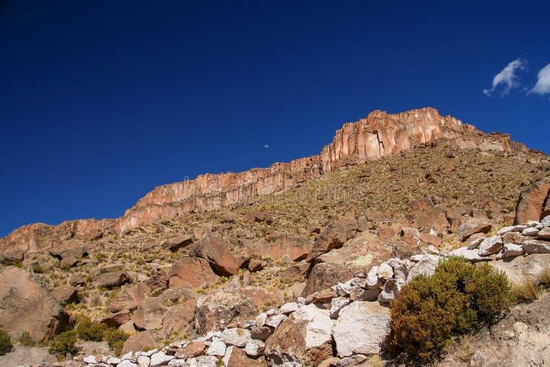 Горные породы горной вершины в Боливии стоковые фото