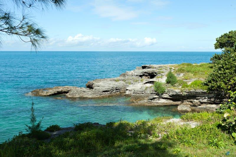 Горные породы побережья Бермудских Островов стоковое фото rf