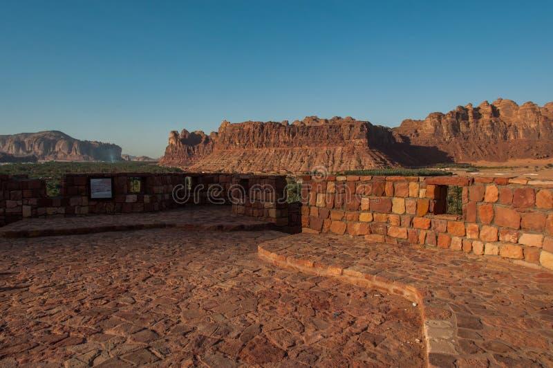 Горные породы na górze форта города Ula Al старого, Саудовской Аравии стоковое фото