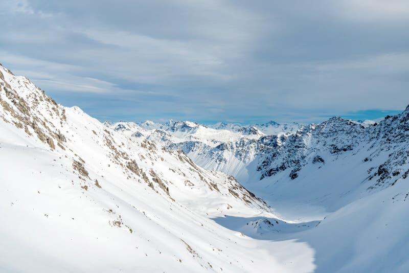 Горный вид во время зимы стоковые изображения rf