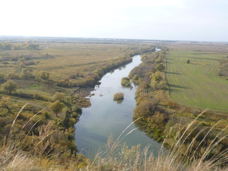 Горный вид реки стоковые фотографии rf