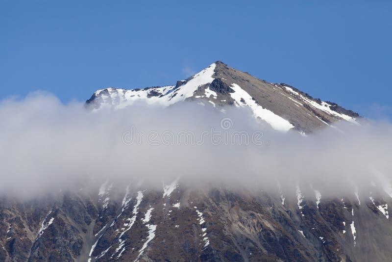 Горный пик в Новой Зеландии стоковое изображение