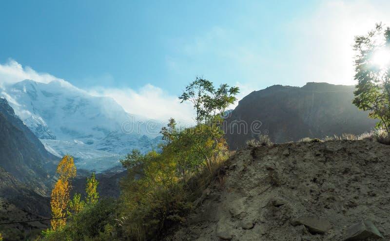 Горный пик ледника Rakaposhi, Nagar, Gilgit†«Baltistan, Пакистан стоковые фото