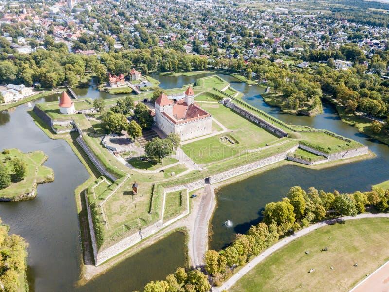 Городища форта звезды замка Kuressaare епископского, крепости построенной Teutonic заказом, острова бастиона Saaremaa, западного стоковое фото