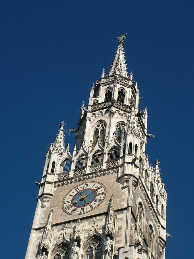 городок башни munich marienplatz залы часов новый стоковые фотографии rf